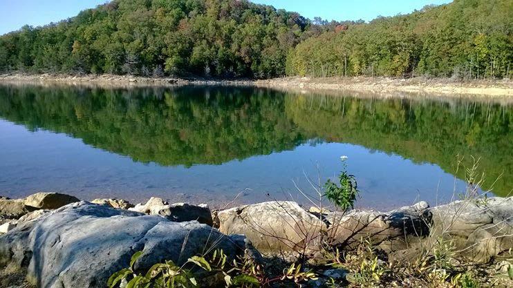 Waterfront log cabin rentals in eureka springs ar lake for Beaver lake fishing guides